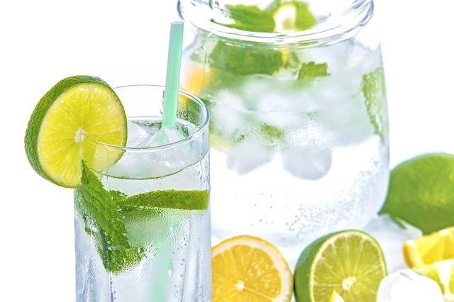 minerální vody s citrusy.jpg