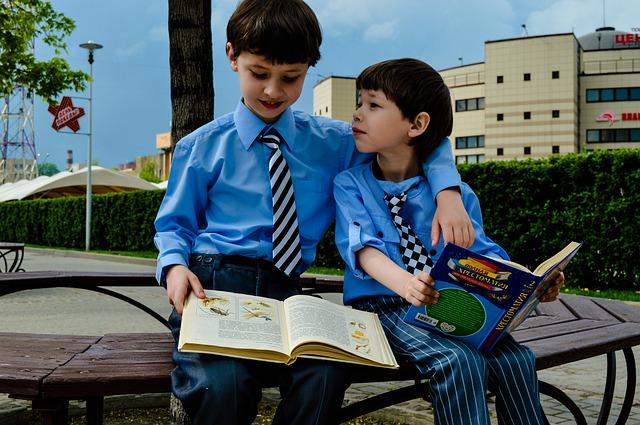dva školáci